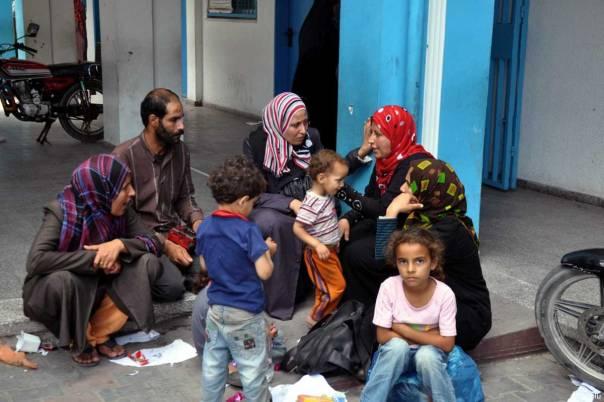 20140713_GazansSeekRefugeInUNRWASchool_016