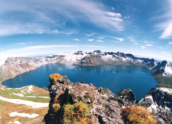 baitou_mountain_tianchi-crater-lake-china-north-korea (1)
