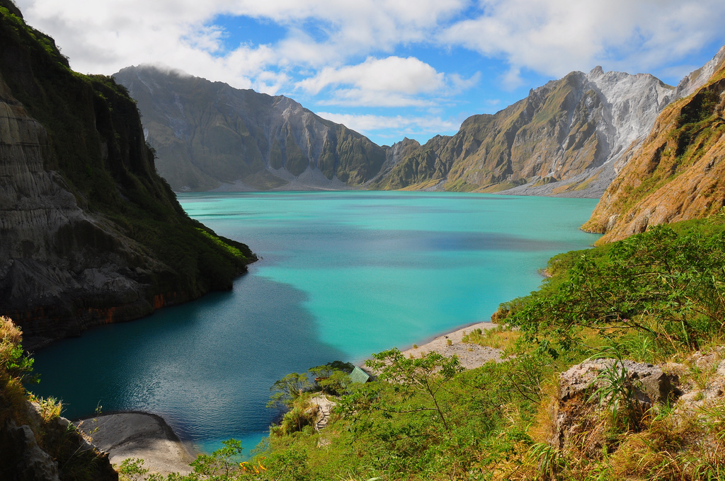 15 Of The Most Beautiful Crater Lakes Around The World ...
