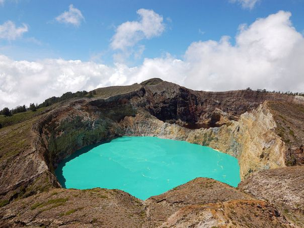 kelimutu-crater-lake-flores-island-indonesia