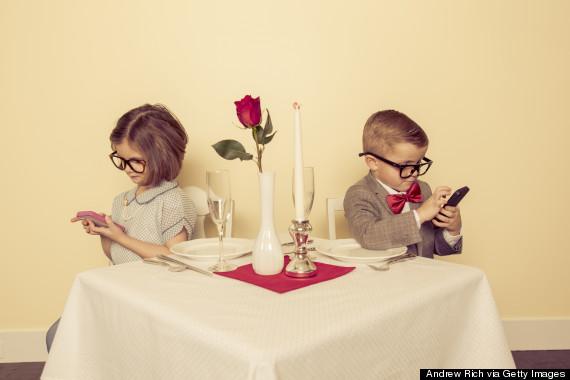 o-PHONE-DINNER-570