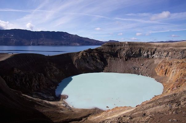 viti_geothermal_crater-lake_at_askja-iceland
