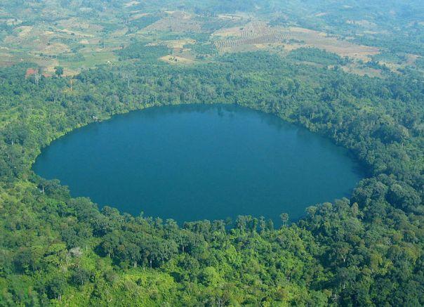 yak-loum-crater-lake-cambodia