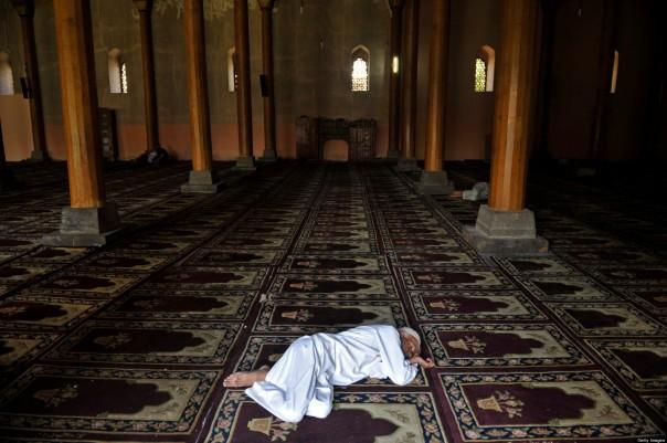 A Kashmiri Muslim takes a nap at the lan