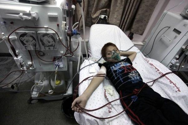 131204-gaza-patient