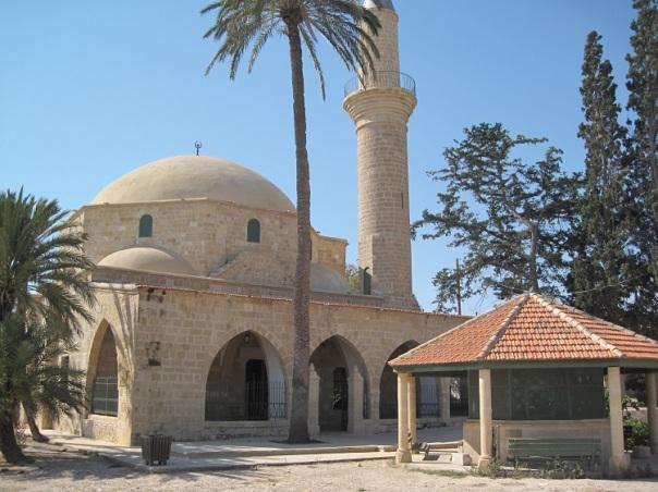 umm-haram-mosque-exterior